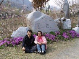 개화예술공원을 찾은 김홍석 시인과 개화초등학교 어린이