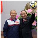 베트남 총리 시민들과 함께 환호