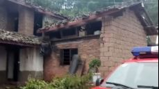 [영상] 중국 윈난 규모 5.9 지진에 '혼비백산 대피'..28명 부상
