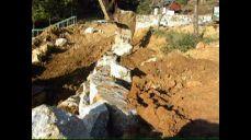 조경석쌓기-바가지로쌓는과정(발파석으로조경석쌓기),시공자-그린조경건설중기