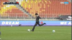 [JS컵] 대한민국 vs 모로코 - 가볍게 시축 보여주는 박지성 이사장